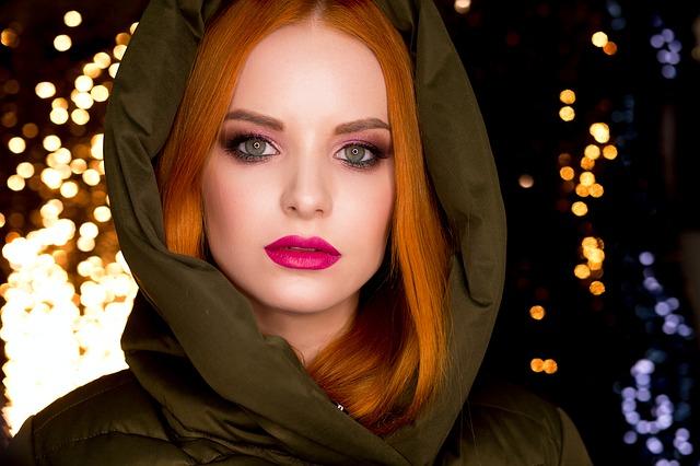 Rudowłosa dziewczyna