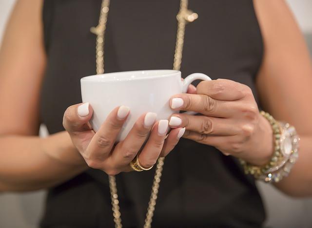 Chcesz mieć zdrowe i naturalnie piękne paznokcie? Poznaj domowe sposoby na wzmocnienie paznokci