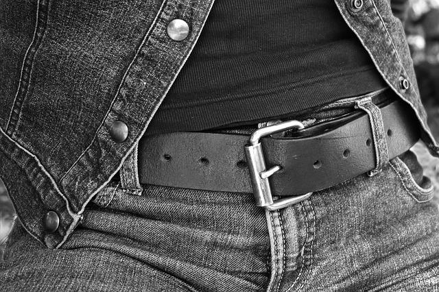 jeansy z paskiem