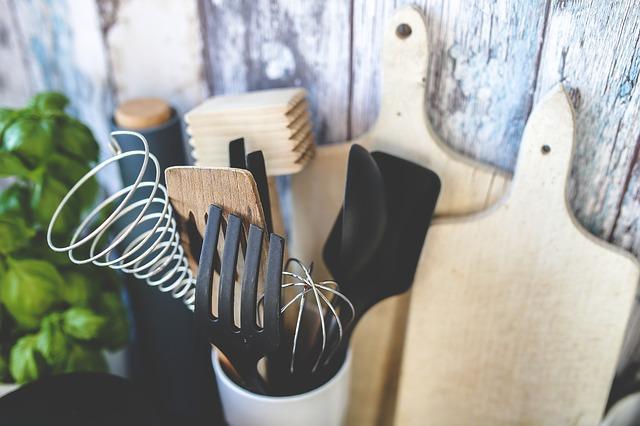 Łyżki, szpatułki… Jakie jeszcze narzędzia kuchenne mogą się przydać?