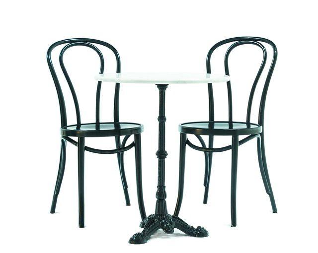 Marmurowy stolik kawowy, nocny…. przy jakich stołach sprawdzi się marmur?