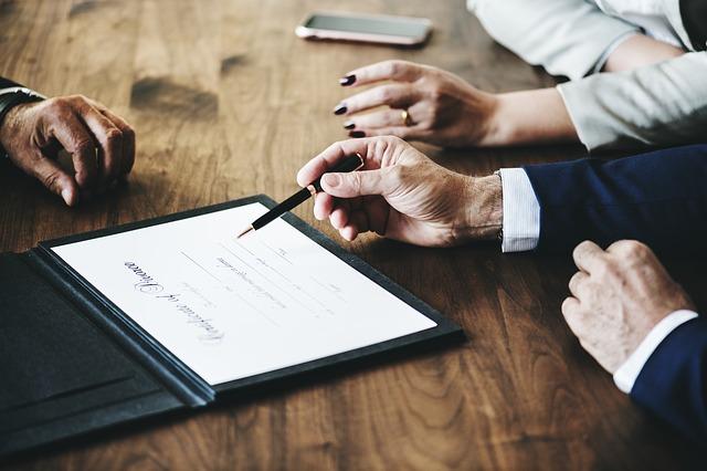 Rozwód z adwokatem czy bez? Kiedy warto mieć adwokata w sprawie o rozwód?