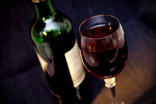 Butelka wina, kieliszek
